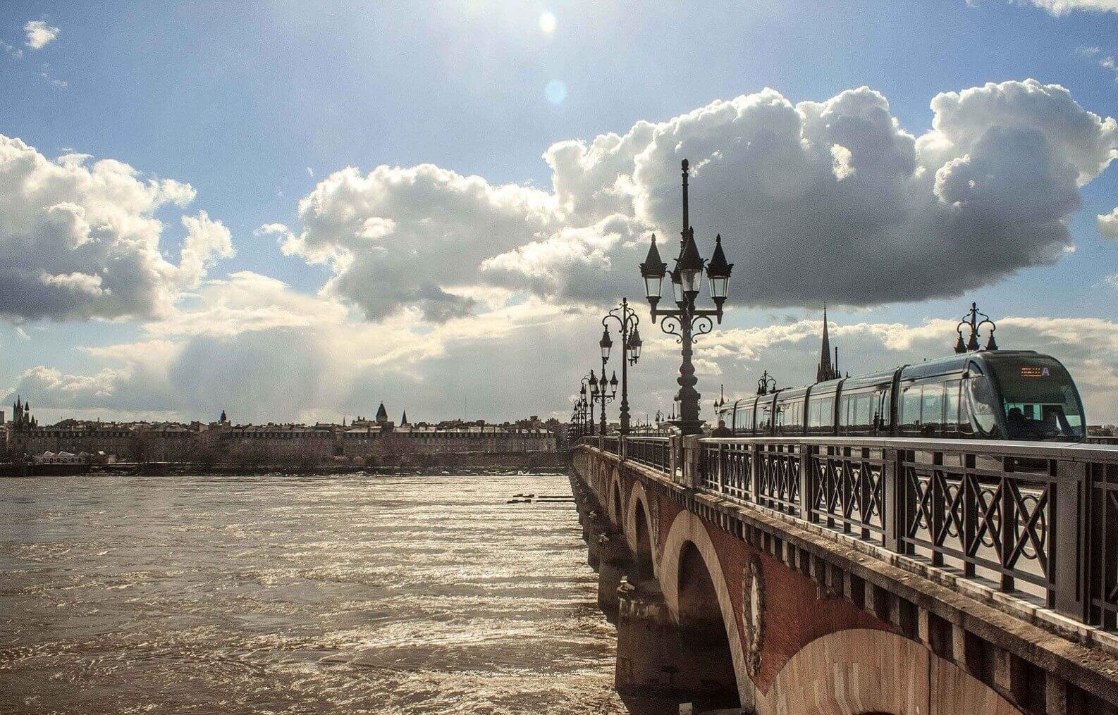 Bordeaux, le pompon sur la Garonne